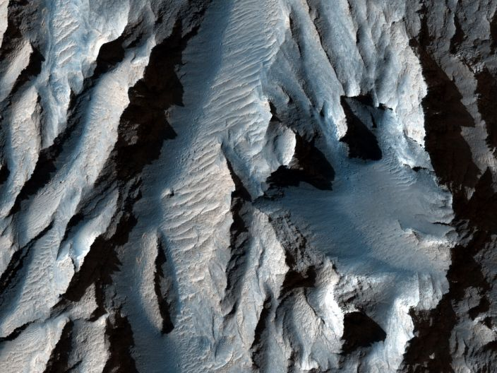 Tithonium Chasma (part of Mars & # x002019; Valles Marineris) has been cut with diagonal lines of sediment that could indicate ancient cycles of freezing and thawing, according to LiveScience.